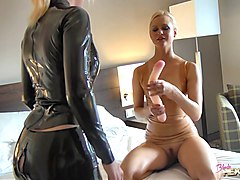 Latex, Blonde babe latex
