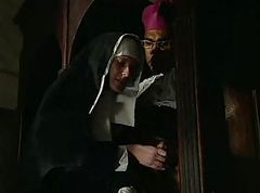 Nun, Escorte latex rubber